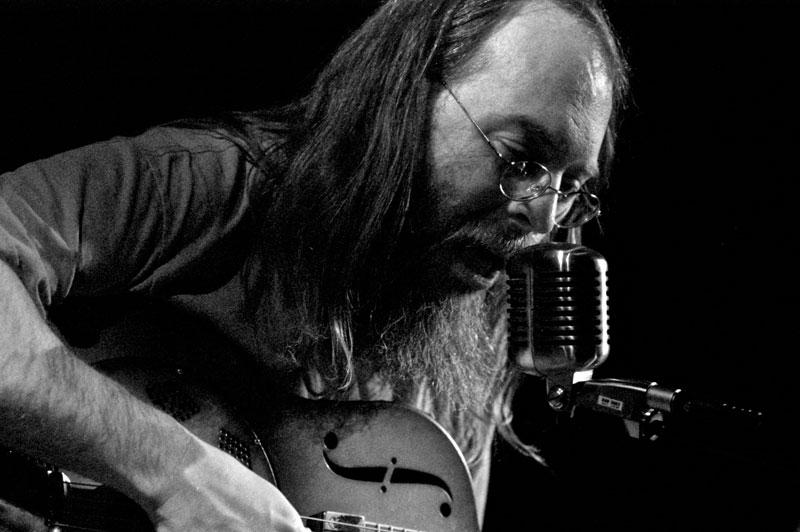 Minnesota bluesman Charlie Parr. © Dave Arcari